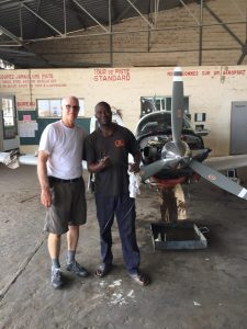 Brian Lloyd and Tafa the mechanic change Spirit oil in Aero Club Dakar hangar Senegal 10Jun2017 ©2017 Brian Lloyd CC-BY