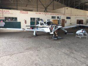 Spirit oil change in hangar of Aero Club de Dakar Senegal 10Jun2017 ©2017 Brian Lloyd CC-BY